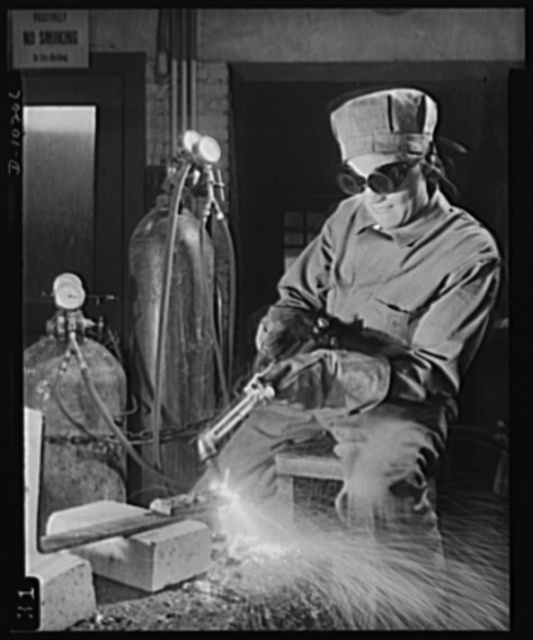 Washington public schools go to war. The public schools of Washington, D.C., like those in most other sections of the country, have revised their curricula to fit the pupils for fuller participation in the war effort. Photo shows vocational high school pupil learning welding preparatory to becoming an industrial war worker