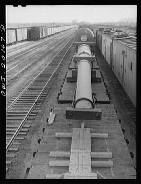Waynoka, Oklahoma. A huge naval gun bound for the West coast going through the yard
