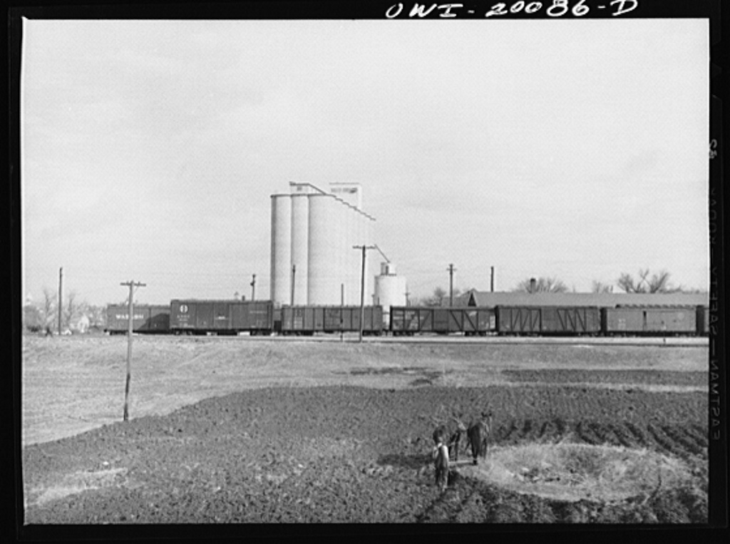 Wellington, Kansas. Hired man ploughing a strip of land on the Atchison, Topeka and Santa Fe Railroad right of way. This strip has been rented by one of the railroad office workers