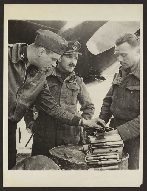 Young Roosevelt visits air guerrillas