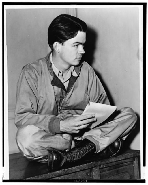 [Pulitzer Prize-winning cartoonist Bill Mauldin, full-length portrait, seated, facing right, with sketch pad.] / World Telegram photo by Fred Palumbo.