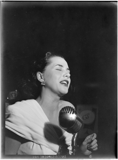 [Portrait of Ann Hathaway, Café Society (Downtown), New York, N.Y., between 1946 and 1948]