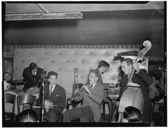 [Portrait of Bob Wilber, Johnny Glazel, Dick Wellstood, Charlie Traeger, and Ed Physe, Jimmy Ryan's (Club), New York, N.Y., ca. Dec. 1946]