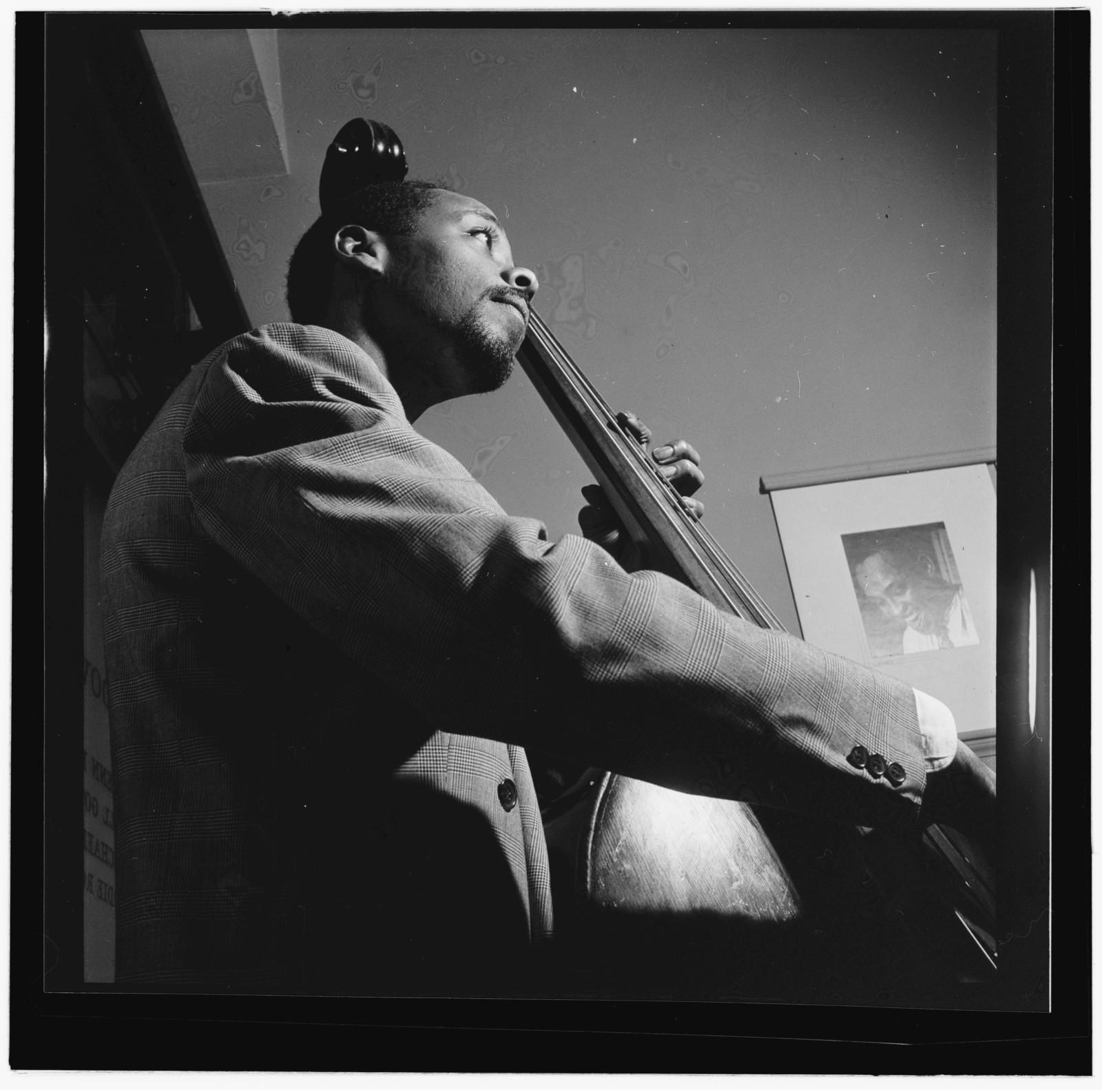 [Portrait of Slam Stewart, William P. Gottlieb's office, New York, N.Y., between 1946 and 1948]
