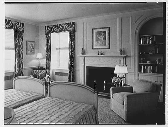 Mrs. George F. Ryan, Vaucluse, residence in Portsmouth, Rhode Island. Upper guest room