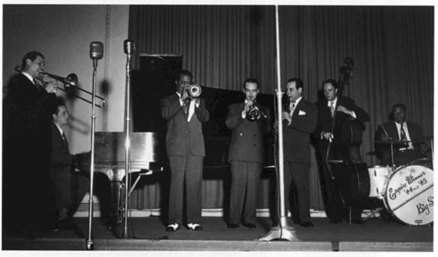 [Portrait of Jack Teagarden, Dick Carey, Louis Armstrong, Bobby Hackett, Peanuts Hucko, Bob Haggart, and Sid Catlett, Town Hall, New York, N.Y., ca. July 1947]