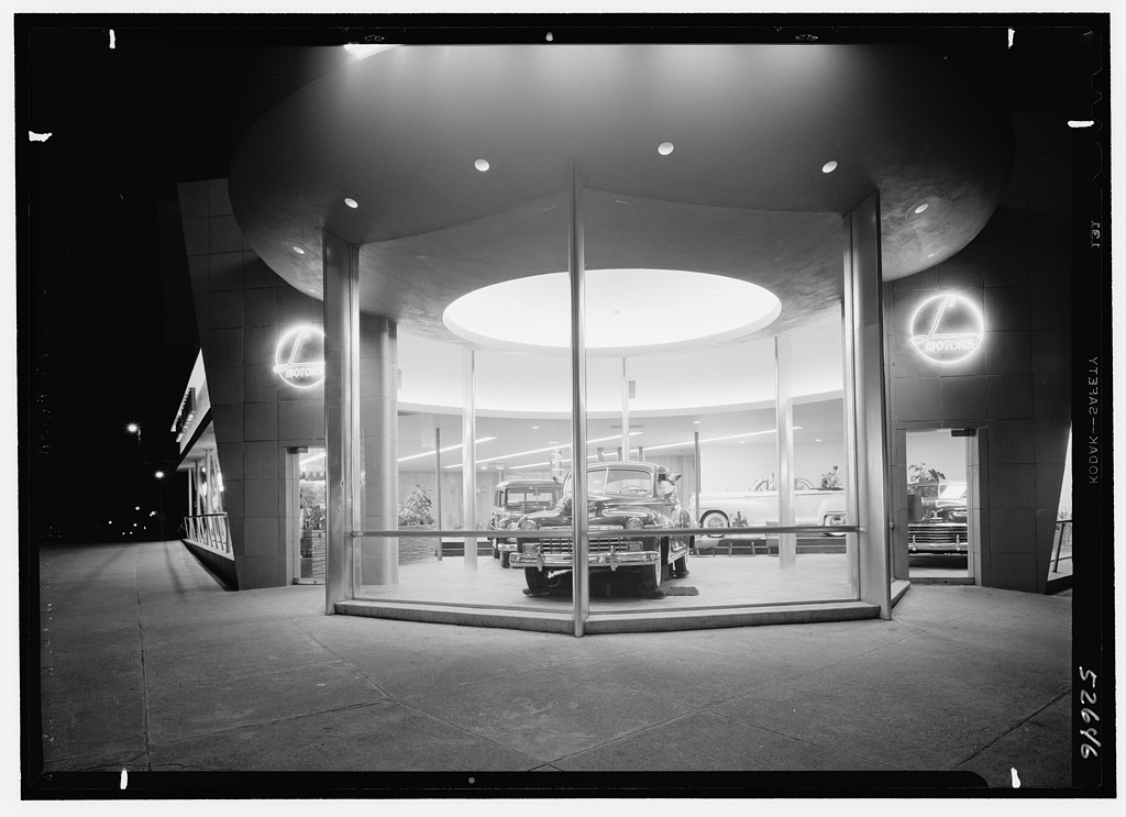 L Motors, business at 175th St. and Broadway, New York City. Entrance detail