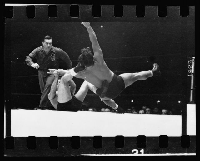 [Two men wrestling with a referee nearby] / Stanley Kubrick.