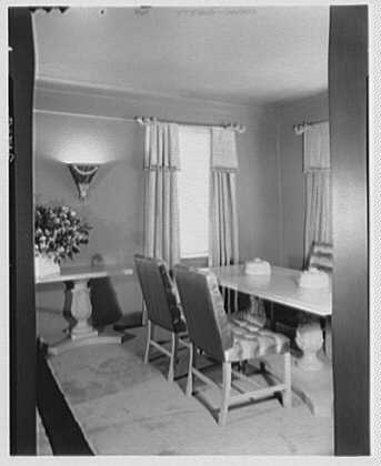 Mrs. Thomas Estes, residence at 870 5th Ave., New York City. Dining room table