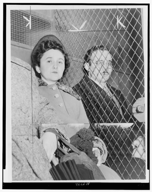 [Julius and Ethel Rosenberg, separated by heavy wire screen as they leave U.S. Court House after being found guilty by jury] / World Telegram photo by Roger Higgins.