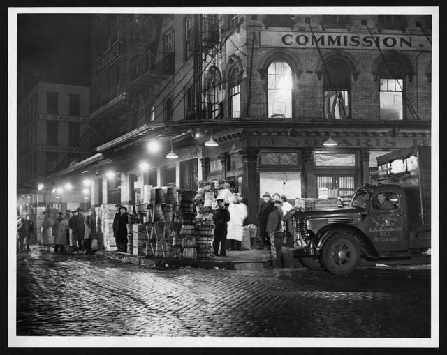 [Night view of  produce market  on Washington Street, New York City] / World Telegram & Sun photo by Walter Albertin.