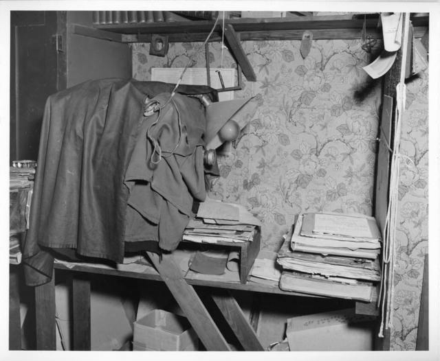 [Interior of L.C. Handy Studio, 494 Maryland Ave., SW, Washington, D.C., with view camera and copy stand set up in crowded conditions] / photograph by the Library of Congress.