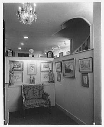 Hirschl & Adler Gallery, 21 E. 67th St., New York. Small room