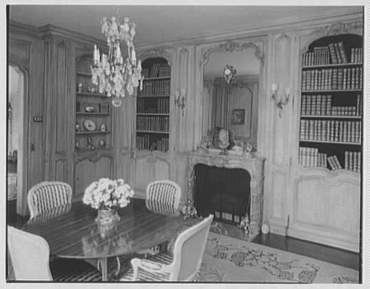 Mr. and Mrs. Diego Suarez, residence on Wheatley Rd., Brookville, Long Island. Library, to books
