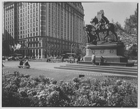 New York City views. Sherman statue chrysanthemums III