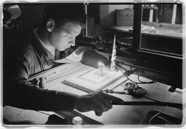 [U.S. News & World Report employee working on producing an issue of the magazine at the layout and paste-up room in the production plant, Dayton, Ohio] / [TOH].