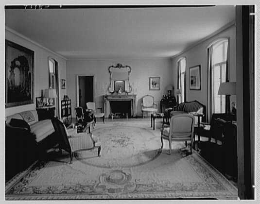 Mr. and Mrs. Frank N. Horton, residence on Via Bellaria, Palm Beach. Living room