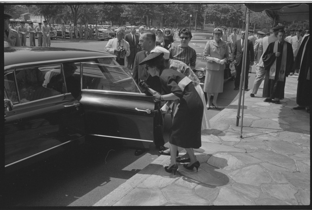 [Women getting into a car, probably the family of Willard G. Palm, a RB-47 reconnaissance airplane pilot who was shot down by the Russians, at Palm's burial at Arlington National Cemetery] / MST.