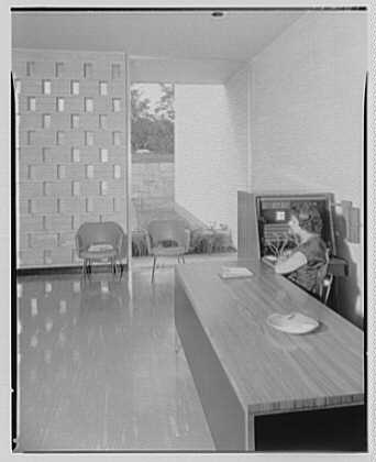 Singer Sewing Machine Co., Underhill Rd., Syosset, Long Island. Reception office I
