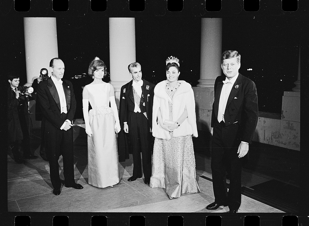 Kennedy's welcome Shah of Iran to W. House