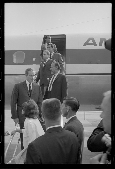 [Harry Belafonte and other Hollywood actors arrive by chartered plane for the March on Washington, 1963]
