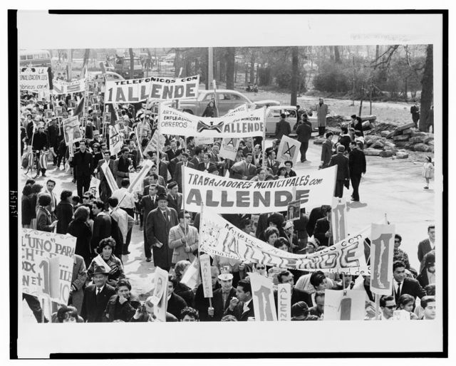 Marchers for Allende / [Jim Wallace].
