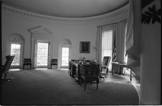 [View of the Oval Office in the White House, Washington, D.C.] / MST.