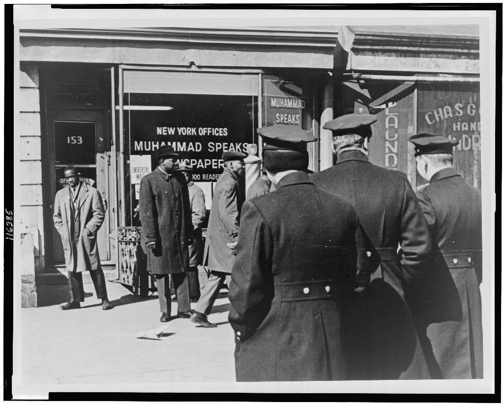 [Outside a muslim office in New York] / World Telegram & Sun photo by Stanley Wolfson.