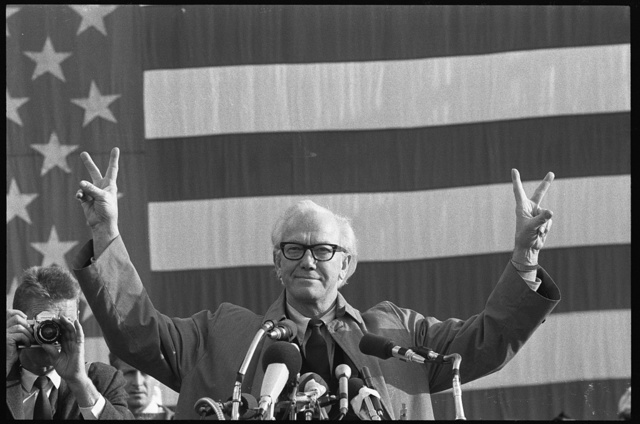 [Representative Mendel Rivers of South Carolina speaking at a Veteran's Day freedom rally at the Washington Monument, in front of America flag, gesturing with the V sign for victory] / WKL.