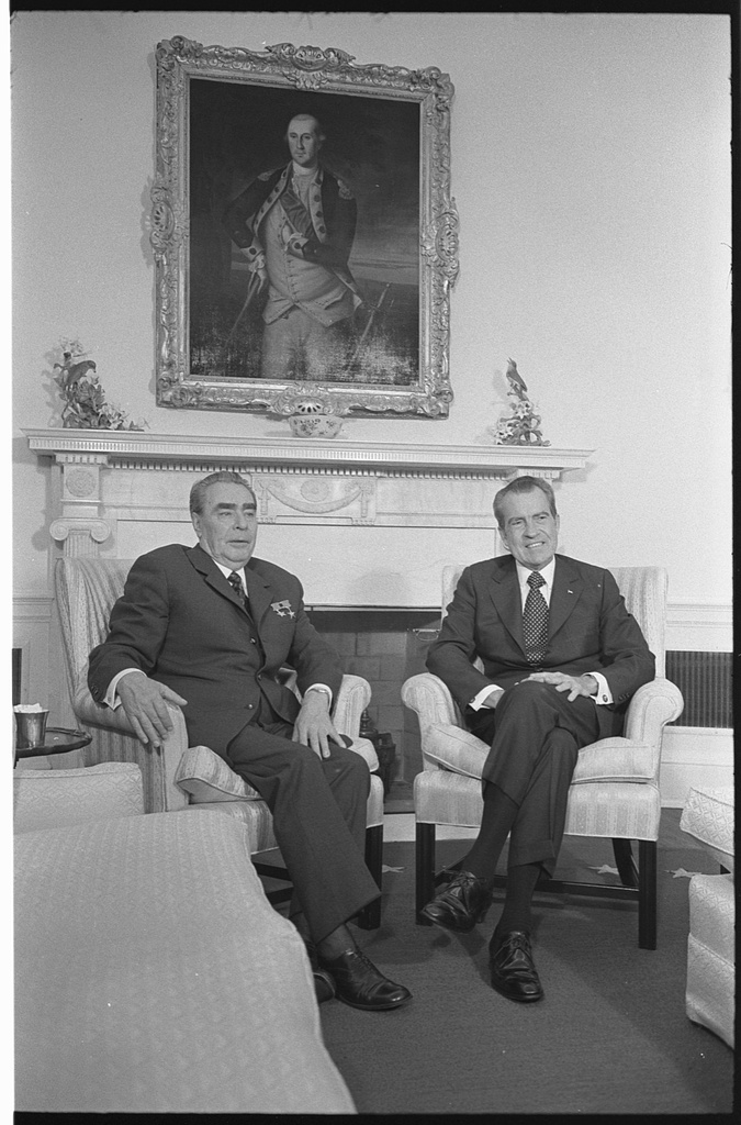 [President Richard Nixon and Soviet leader Leonid Brezhnev seated in the White House, portrait of George Washington in the background] / WKL.