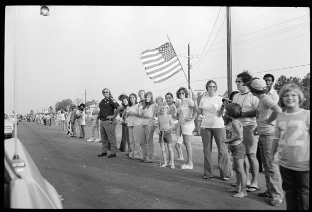 [A crowd lines up along the street for campaign stop by Gerald Ford in the South]