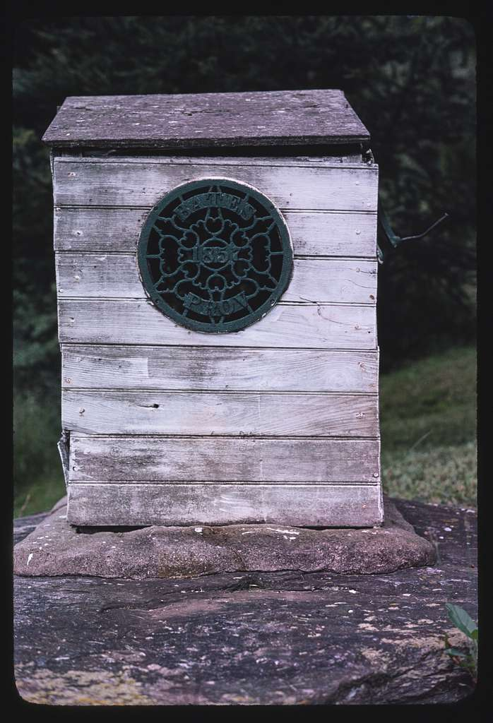 Battye Ewen's well and outbuildings, Rhode Island