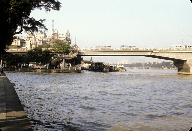 [Entrance to bridge spanning the Pearl River in China, during rush hour]