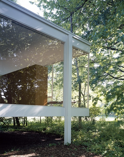 Farnsworth House, designed and constructed by modernist architect Ludwig Mies van der Rohe between 1945 and 1951 in Plano, Illinois
