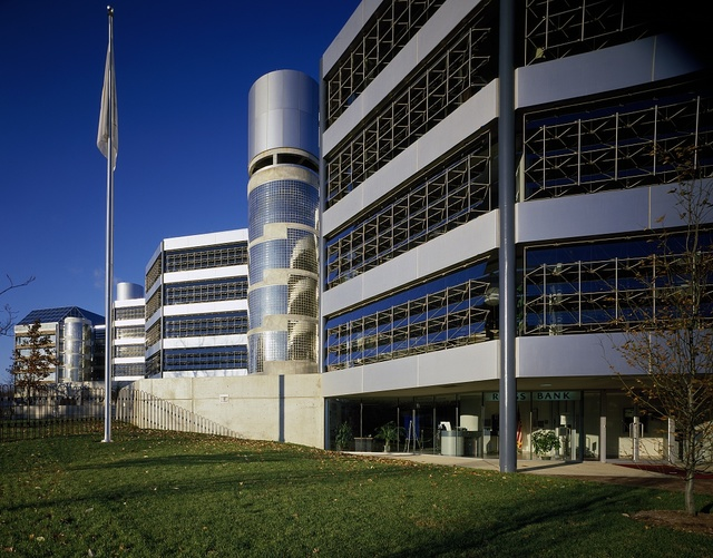 Headquarters building of the Intelsat satellite corporation, built in 1985 in Washington, D.C.