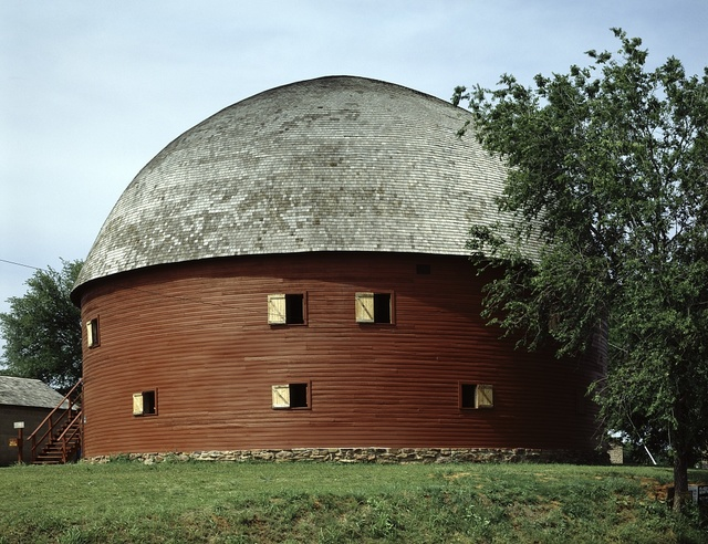 Red round barn built in Arcadia, Oklahoma in 1898. It now stands on Route 66