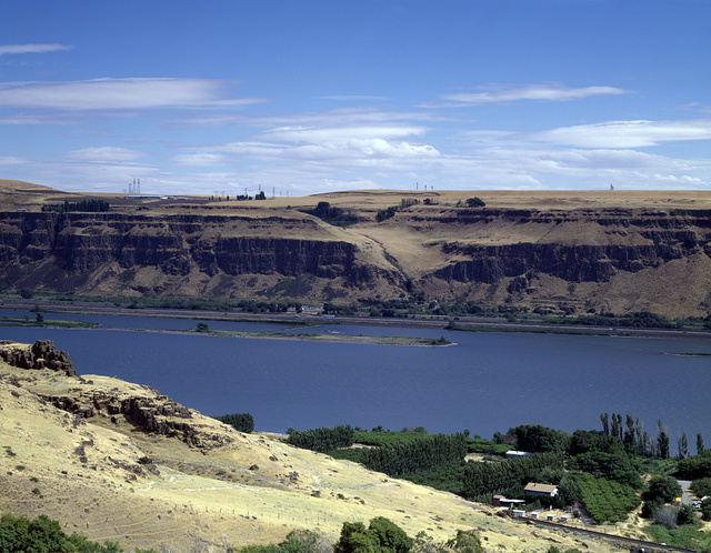Remote stretch of the Columbia River as seen from the Oregon side, facing Washington