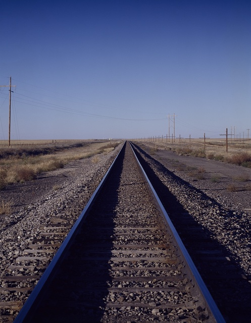 Train track to infinity on the eastern Colorado plains