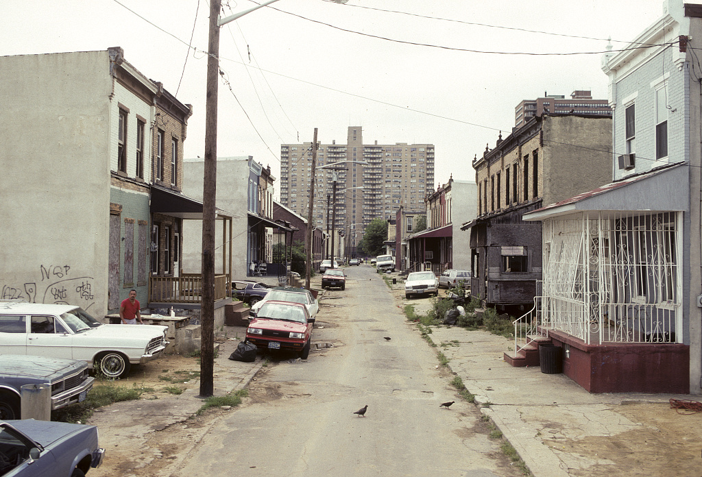 View west along Fern St. from# 937, Camden, 1992
