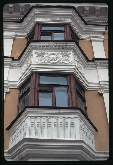 Apartment building (Lenin Prospect 19), (1955), bay windows, Komsomol'sk-na-Amure, Russia