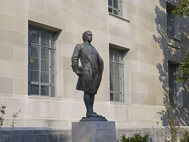 """Sculpture """"Nathan Hale,"""" exterior of Department of Justice, Constitution Ave., Washington, D.C."""