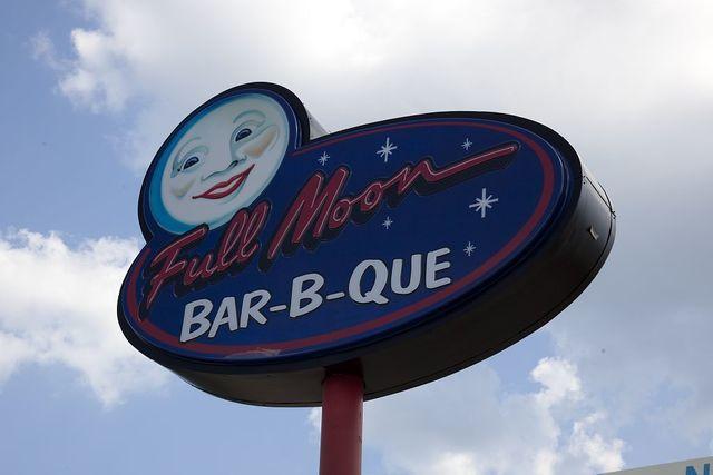 Full Moon Bar-b-que signs in Tuscaloosa, Alabama