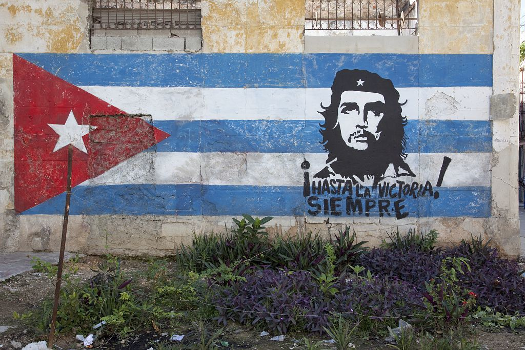 Hand painted mural showing the Cuban flag and Che Guevara, neighborhood in Old Havana, Cuba
