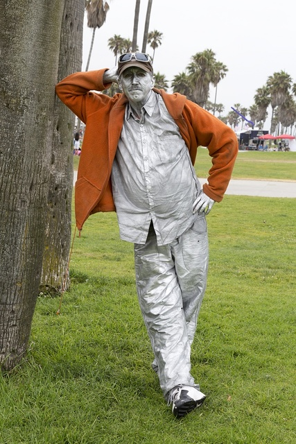 Mime Michael Hansen gets ready for July 4th on Venice Beach in California
