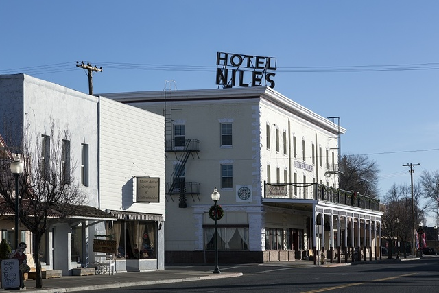 The Niles Hotel, on South Main Street in Alturus, seat of Modoc County in far-northeastern California, emphasizes its turn-of-the-20th-Century history in its decor and promotions -- and its saloon