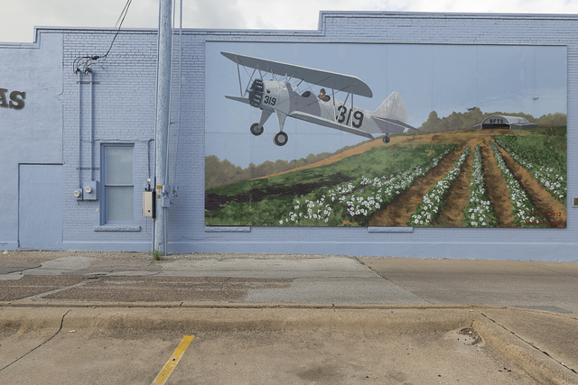 Mural in Terrell, Texas, depicting a Primary Trainer PT-17 Stearman Kaydet plane, used in the training of American and British pilots in Terrell during World War II