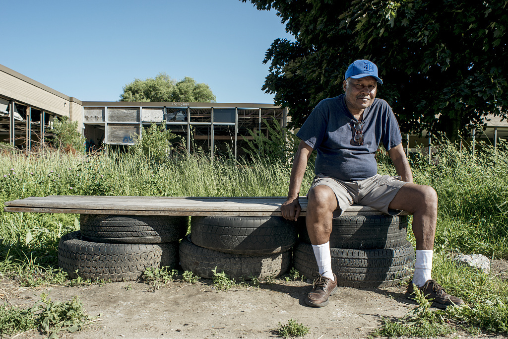 Waiting for the bus, Mack Ave. at Elmwood, Detroit, 2014
