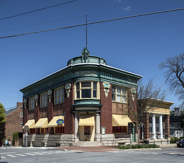 In 1906 Jefferson Security Bank removed an older brick building from a site in Shepherdstown, West Virginia, and erected the current structure, a modified Beaux Arts-style building