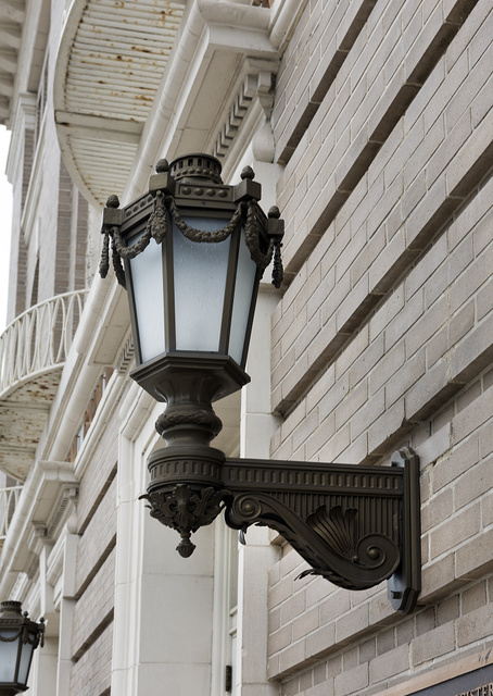 Light fixture at Federal Building and U.S. Courthouse and Annex, London, Kentucky