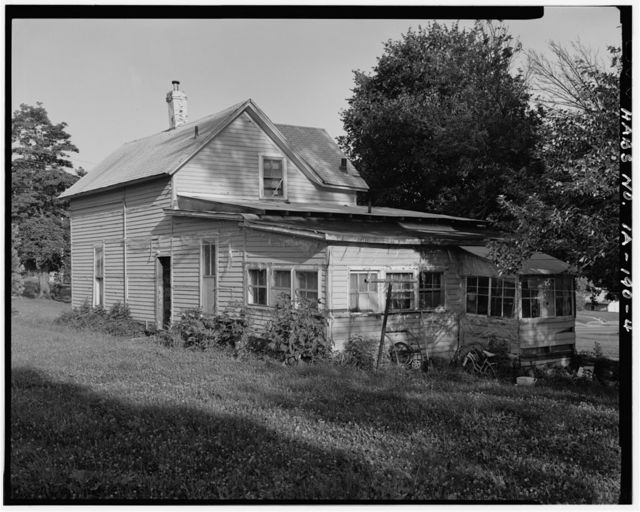 860 Martin Luther King Jr. Parkway (Cottage), Des Moines, Polk County, IA